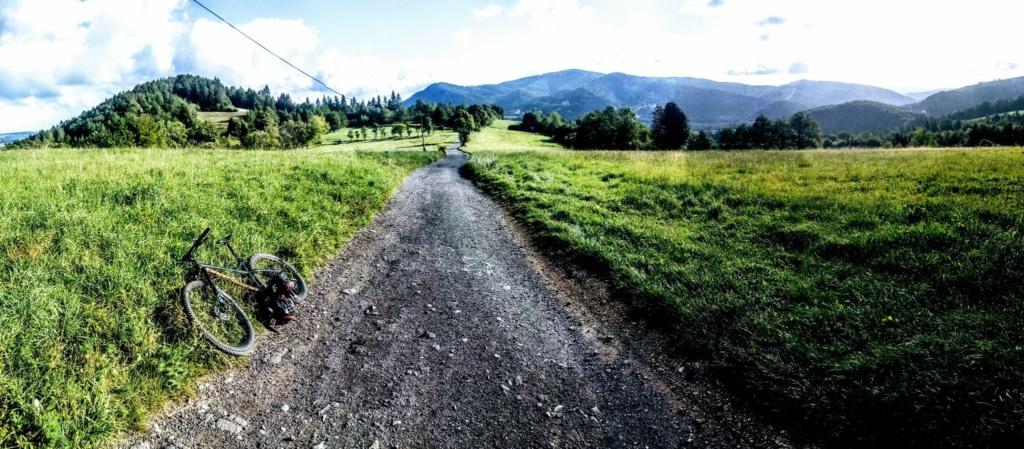 W drodze na Czantorię rowerem , widok na Równicę