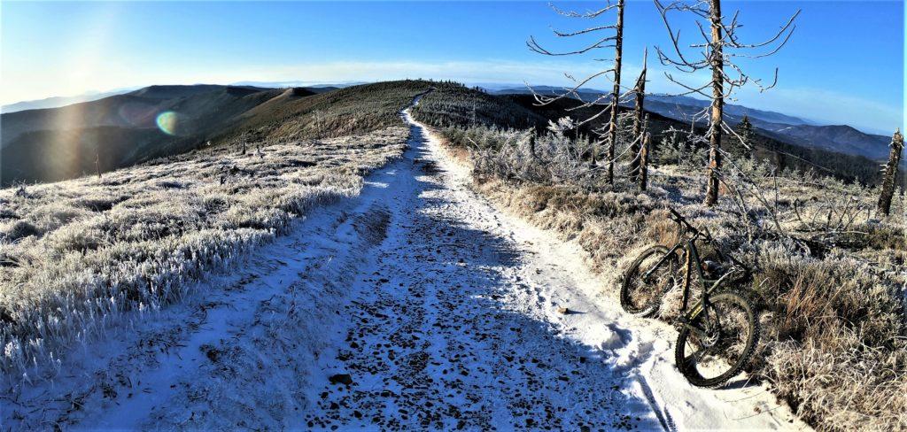 Zjazd zielonym szlakiem w kierunku Malinowskiej Skały. Skrzyczne rowerem