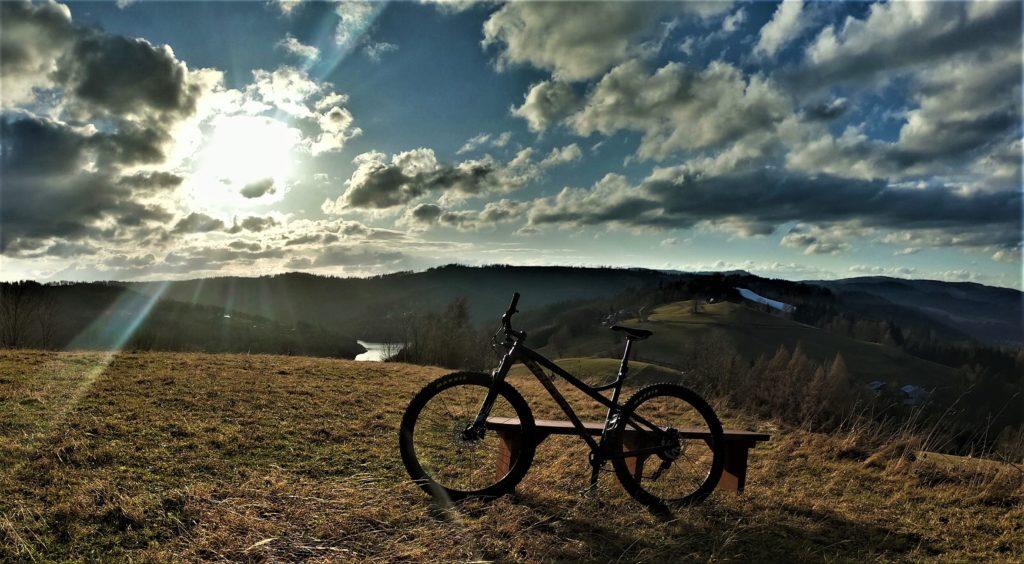 Zachód słońca, rowerem na Cieńkowie. Widok na Czantorię