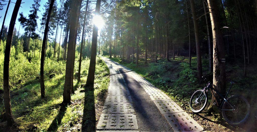 Trasa rowerowa na Stożek niebieskim szlakiem