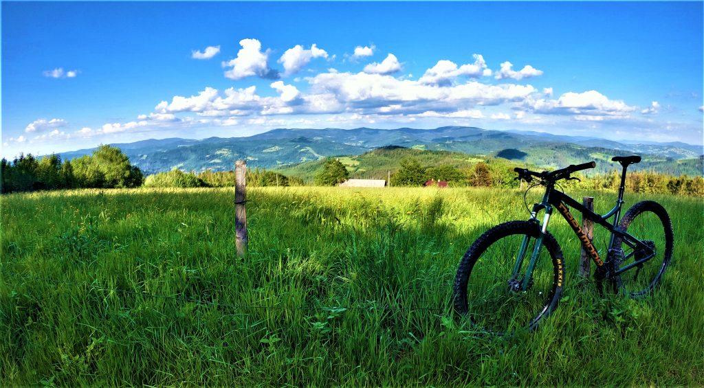 Trasa rowerowa na górę Cieślar widok na Baranią Górę
