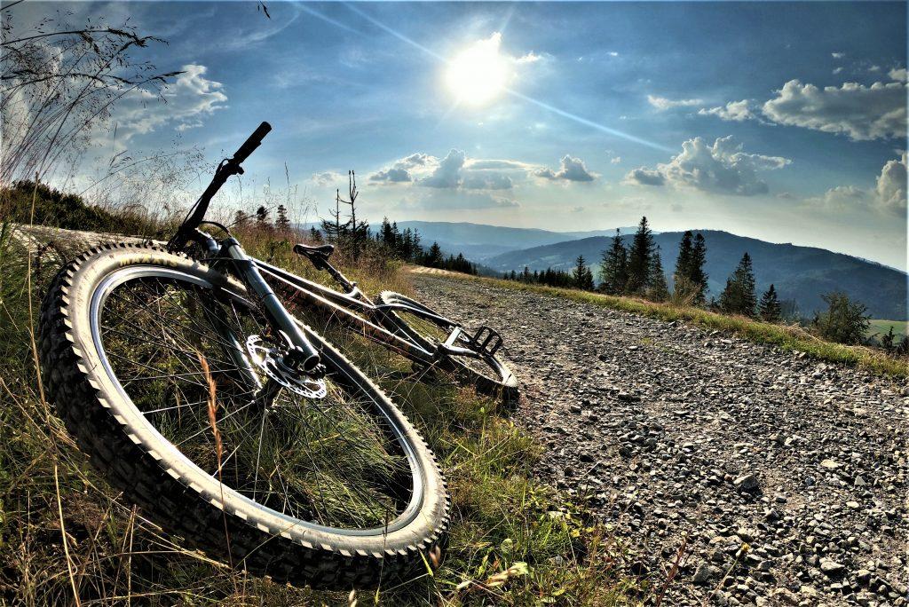 Cieńków Wyżni punkt widokowy na trasie rowerowej Cieńków Malinowska Skała