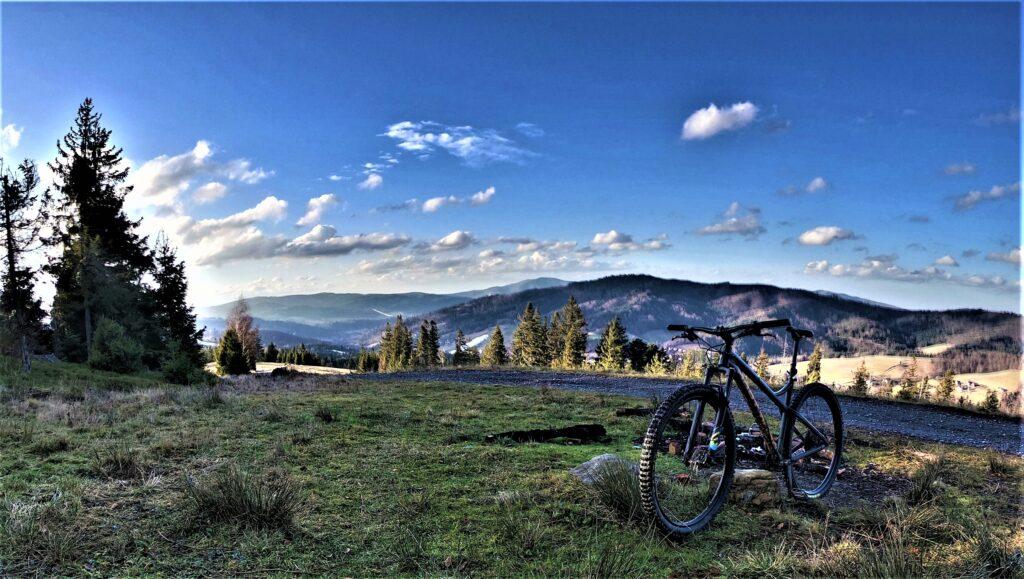 Cieńków Wyżni, rowerem na żółtym szlaku z Wisły
