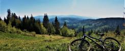 Trasa rowerowa na Stożek rowerem widok na góry