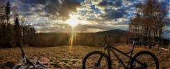 Na Trzy Kopce Wiślańskie rowerem widok na Błątnią
